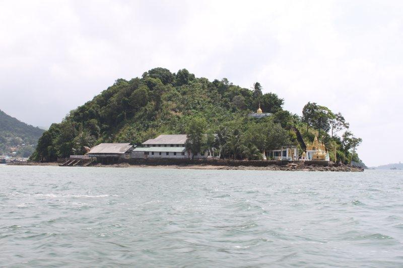 large_border_island.jpg