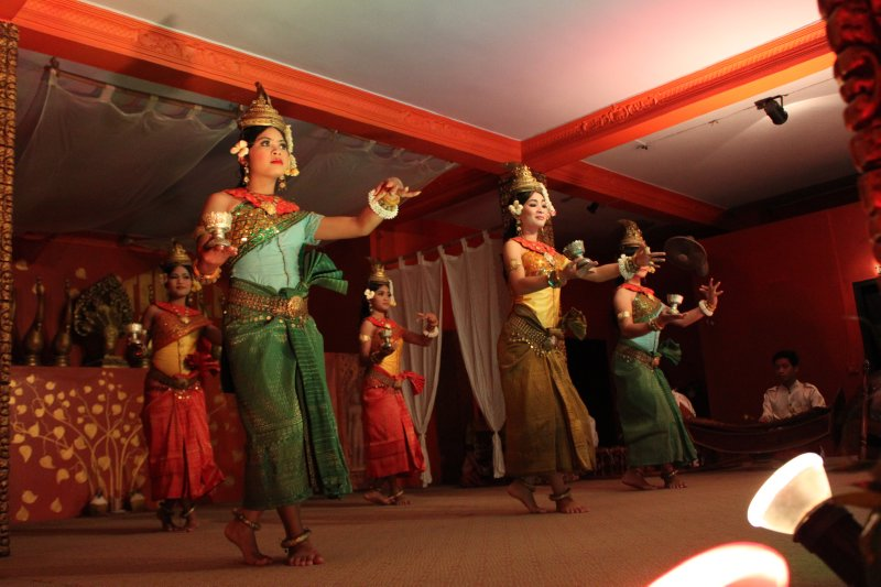 large_khmer_dance_2.jpg