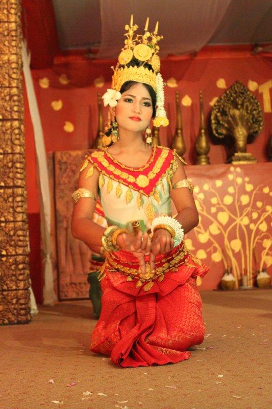 large_khmer_dance_3.jpg