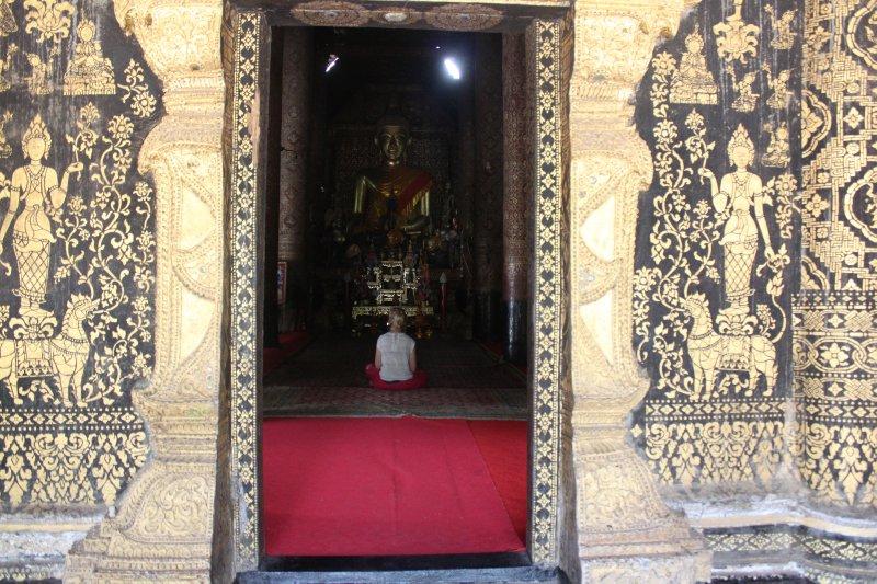 large_kirby_in_temple.jpg