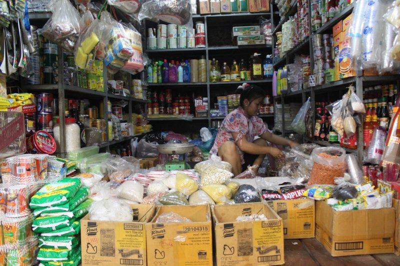 large_market_food_store.jpg