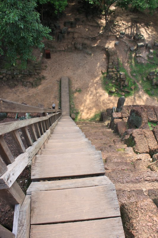 large_ruin_stairs.jpg