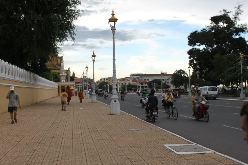large_streets_of_Phnom_Penh.jpg
