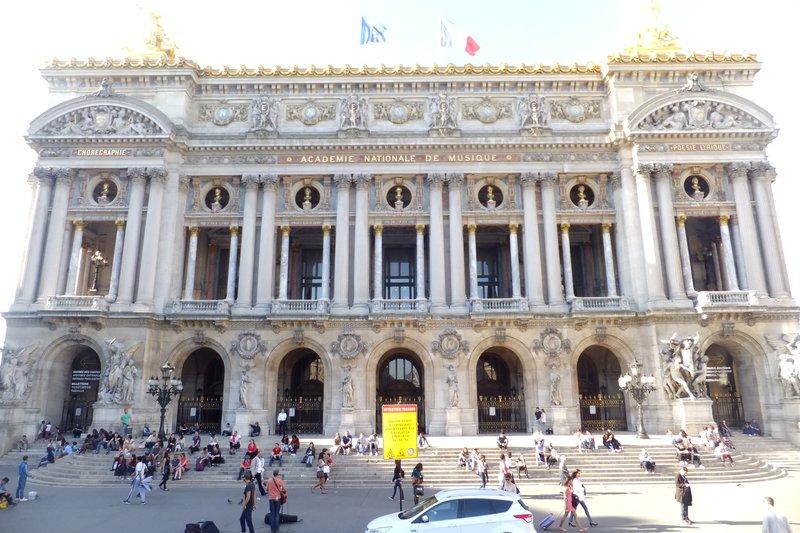 large_Theatre_Paris.jpg