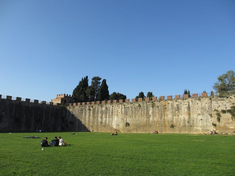 Walls, Pisa