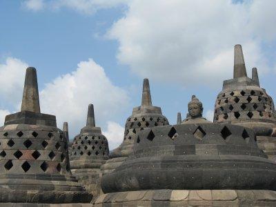 Bouddha dans sa stupa