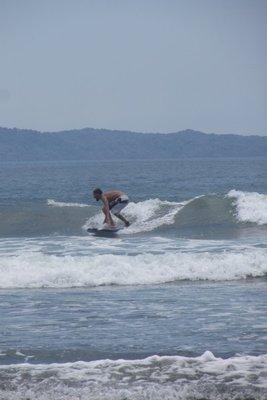 Surfen! De tsunami`s die werden bedwongen hebben we niet op foto!