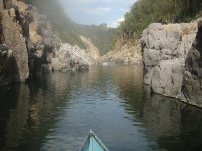 Op een bootje naar het eindpunt.
