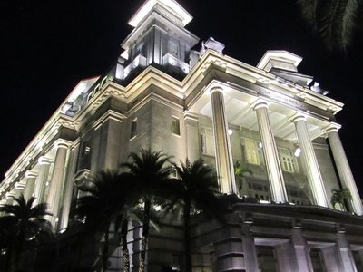 The pretty, elegant Fullerton Hotel