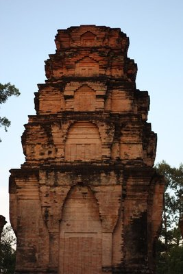 Sunset's light on Prasat Kravan's western face