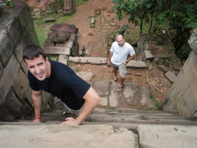 Hiking to the top of Phnom Bakheng