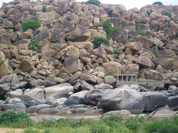 A temple at the edge of the Tungabhadra River