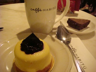 caffè HABITŪ the table