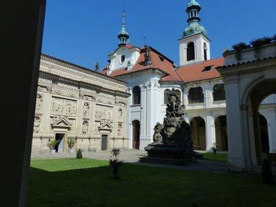 Loreta Courtyard