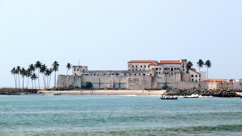 Elmina Castle, Beach-side
