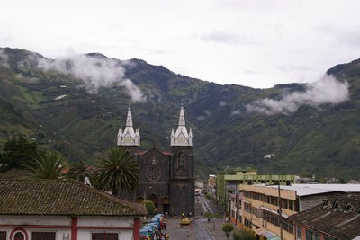 Baños, in the early morning mist.