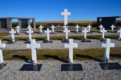 Argentine_Cemetery__5_.jpg