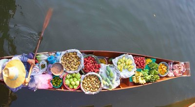 Colours of the floating market