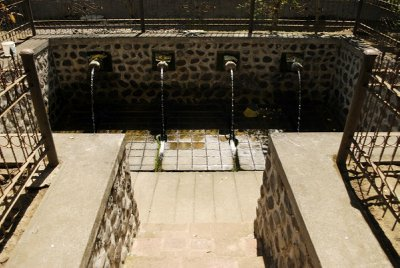 sacred eels and fountain of youth - temple - lombok