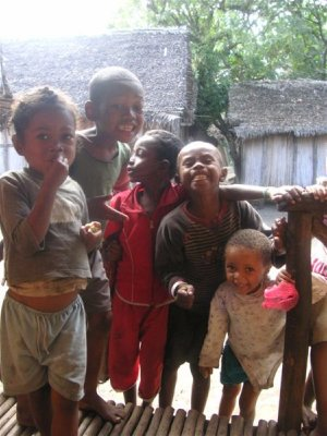 Kids venturing in front of the house of the Vazaha