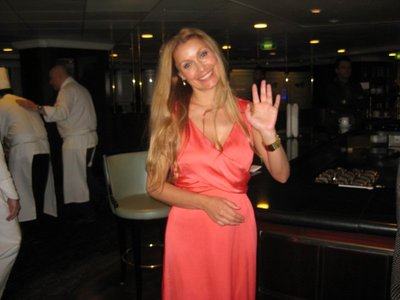 6-17 (15) Michelle, Social hostess