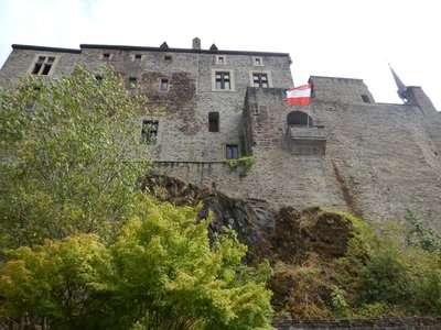 During the Second World War, in the Battle of Vianden which took place on November 19, 1944, the castle was ably defended against the Waffen-SS by members of the Luxembourgish anti-Nazi resistance