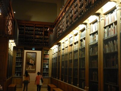 The Opera library preserves three centuries of the theatre's memories which includes 600,000 documents such as 10000 programs and 100000 photographs