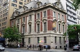 I visited the Neue Galerie which is a museum of early twentieth-century German and Austrian art and design located in the William Starr Miller House at 86th Street and Fifth Avenue; it's quite small but seeing The Lady in Gold by Klimt was worth it