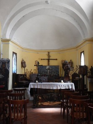 The Chapel of Saint Croix, built in 1306, is the oldest building in town; it was built to provide assistance to plague victims