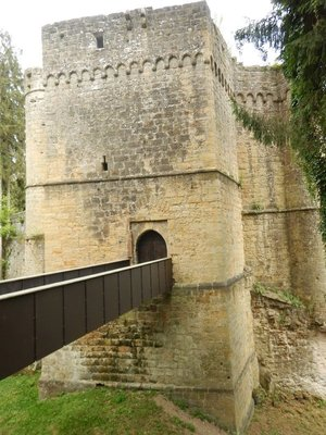 The old castle is connected to the Renaissance Castle by this bridge; I can see the pros and cons of leaving the castle in ruins versus rebuilding it