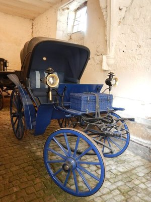 1920 sporting carriage; the castle is unusual in that it lies in a small hollow with the town on a ridge 100 meters away