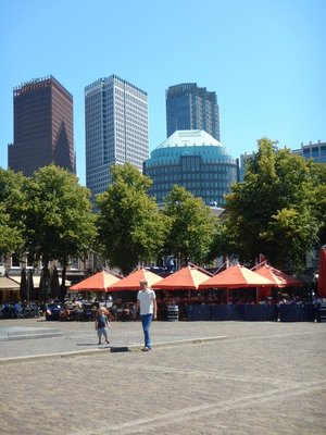 The Plein Square is a large and popular area between the Binnenhof and older area of The Hague and the modern office towers
