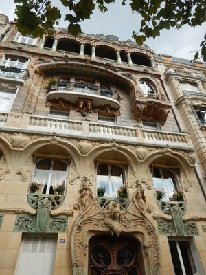 Thanks to Atlas Obscura, I visited 29 Avenue Rapp which is considered the most extreme example of Art Nouveau in Paris; the 1901 building was scandalous for the time