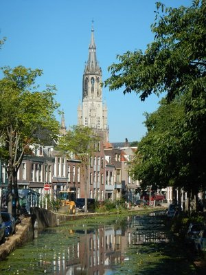More than 21,000 students attend Delft University of Technology; it was founded as an academy for civil engineering in 1842 by King William II