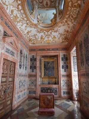 Prayer Room; since it was more difficult to reach, this palace complex is much less crowded than the Nymphenburg Palace