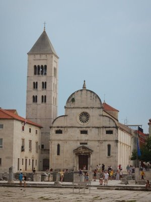 Saint Mary's Church, which retains a fine Romanesque campanile from 1105, belongs to a Benedictine Convent founded in 1066; the city of Zadar is pronounced to rhyme with otter
