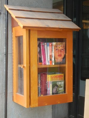 I saw several of these public book swap kiosks along attractive Rue Cartier; the city's official name is Quebec but it is often called Quebec City to distinguish it from the province