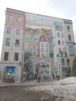 The Fresque des Quebecois, a 4665 sq ft trompe-l'oeil mural, depicts 400 years of Canadian history; famous people are included in the impressive work