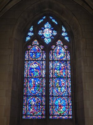 The 77 chapel windows are made up of more than one million pieces of European glass; they depict scenes and characters from the Bible