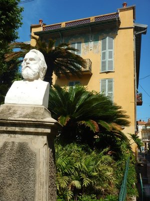I was surprised to see a statue of Henry Wadsworth Longfellow in this small French town