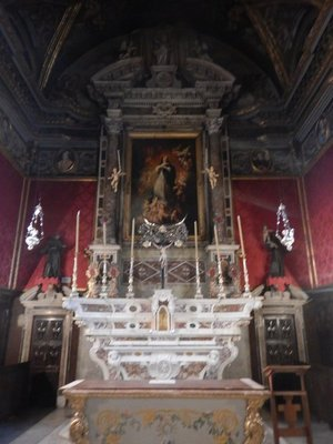 Oratory of the Immaculate Conception; conforming to Genoese tradition, the walls are hung with silk damask and the pillasters are covered with Genoese velvet