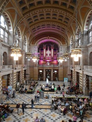 Lunch-time organ concert had a large audience (can't see them in this photo) at the Kelvingrove Museum, my favorite building in Glasgow