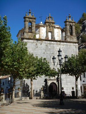 If you're looking for a quiet spot away from the crowds of Andalucia then Arcos would make a nice base