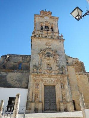 16th century St. Pedro's Church; 18th century main facade is Baroque