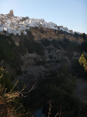 Arcos, set on high cliffs,  is surrounded on 3 sides by the Guadalete River making it an ideal strategic location