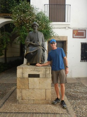 Rubbing the toe of Jewish-scholar Maimonides is supposed to bring good luck; Lee tried it last time too