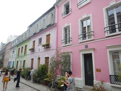 It is sad that some houses didn't want to join the others on Rue Cremieux, near Gare d'Lyon, in brightening up the city