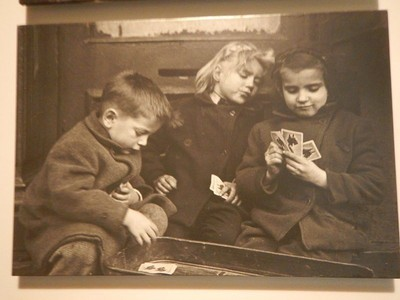 This photo was part of a series with the cheater shown to be winning at the end of the hand; the photo exhibition toured the world in the 1950s and 1960s with millions viewing it