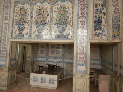 The magnificent Dutch kitchen in Amalienburg used Rotterdam tiles to imitate Chinese porcelain; it was the only outer palace to have a functioning kitchen built within the main house