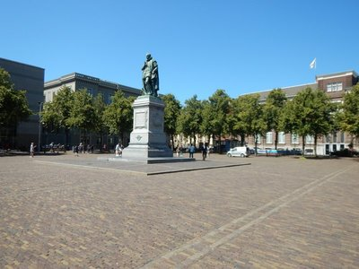 A statue of William the Silent was installed on this square in 1848; Het Plein was constructed in 1632 and inspired by the Place des Vosges in Paris